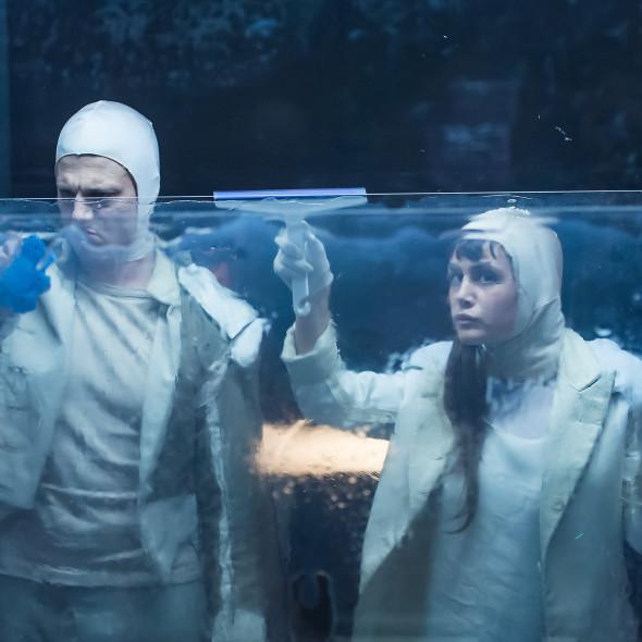 Katja Brunner- Aendere den Aggregatzustand deiner trauer-Marco Stormann-Silvana Arnold-Kostümbild